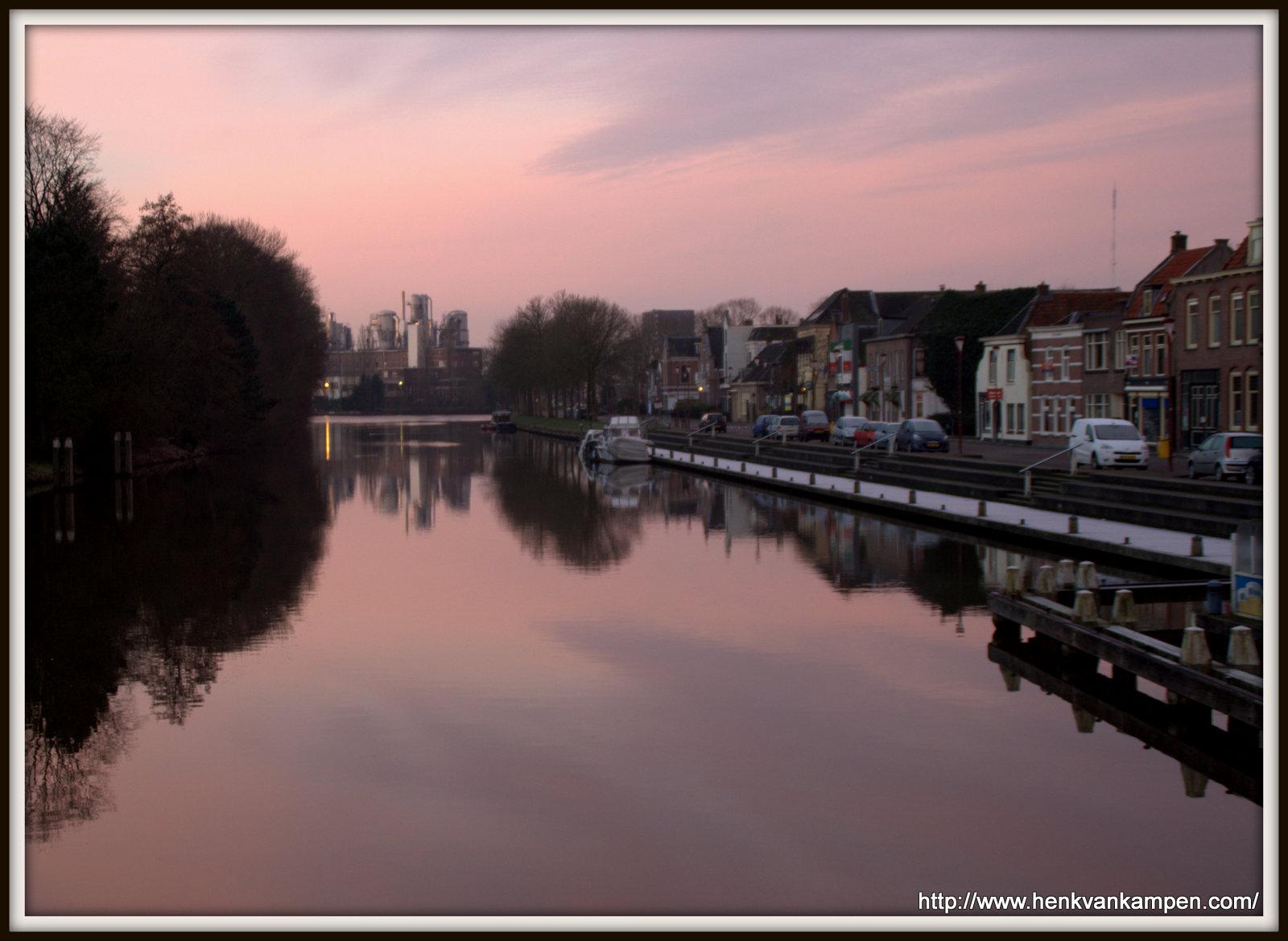Het Merwedekanaal in Nieuwegein bij zonsopkomst